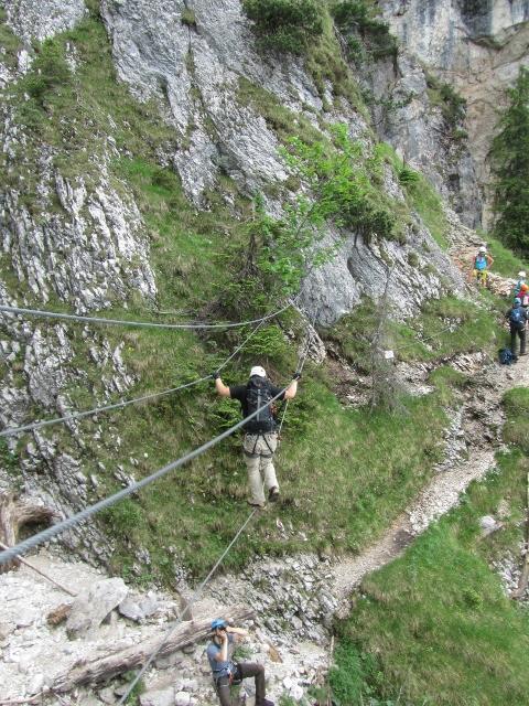 Klettersteigtour auf den tegelberg gelbewand - Gelbe flecken an der wand ...