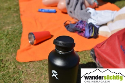 Die Hydro Flask 64oz Wide Mouth beim Picknick